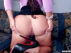 Curvaceous Latina Shows Her Massive Ass 2