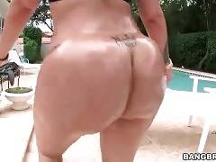 Big Bottomed Slutie Is Posing For You In Pool 3