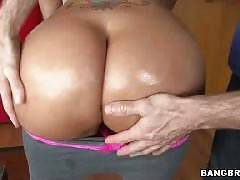 Latina From Colombia With A Big Ass Gets Fucked. Paola