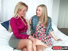 Experienced Milf Pleases Pretty Young Babe 1