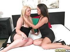 Shae Summers And Stevie Knicks Are Posing For You 1