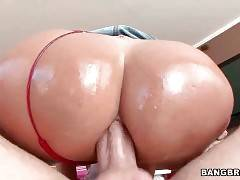 Hot Big Bottomed Milf Enjoys Anal Massage 3